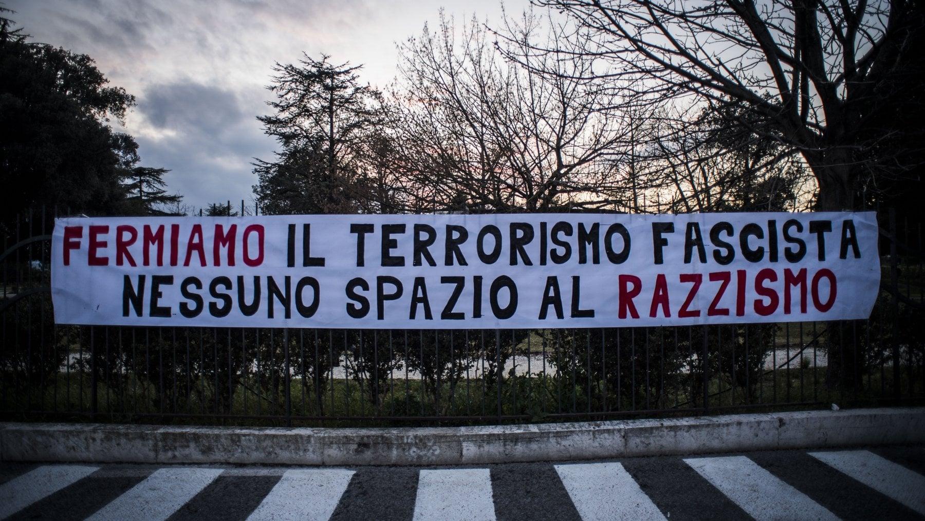 Fermiamo il terrorismo fascista, nessuno spazio al razzismo